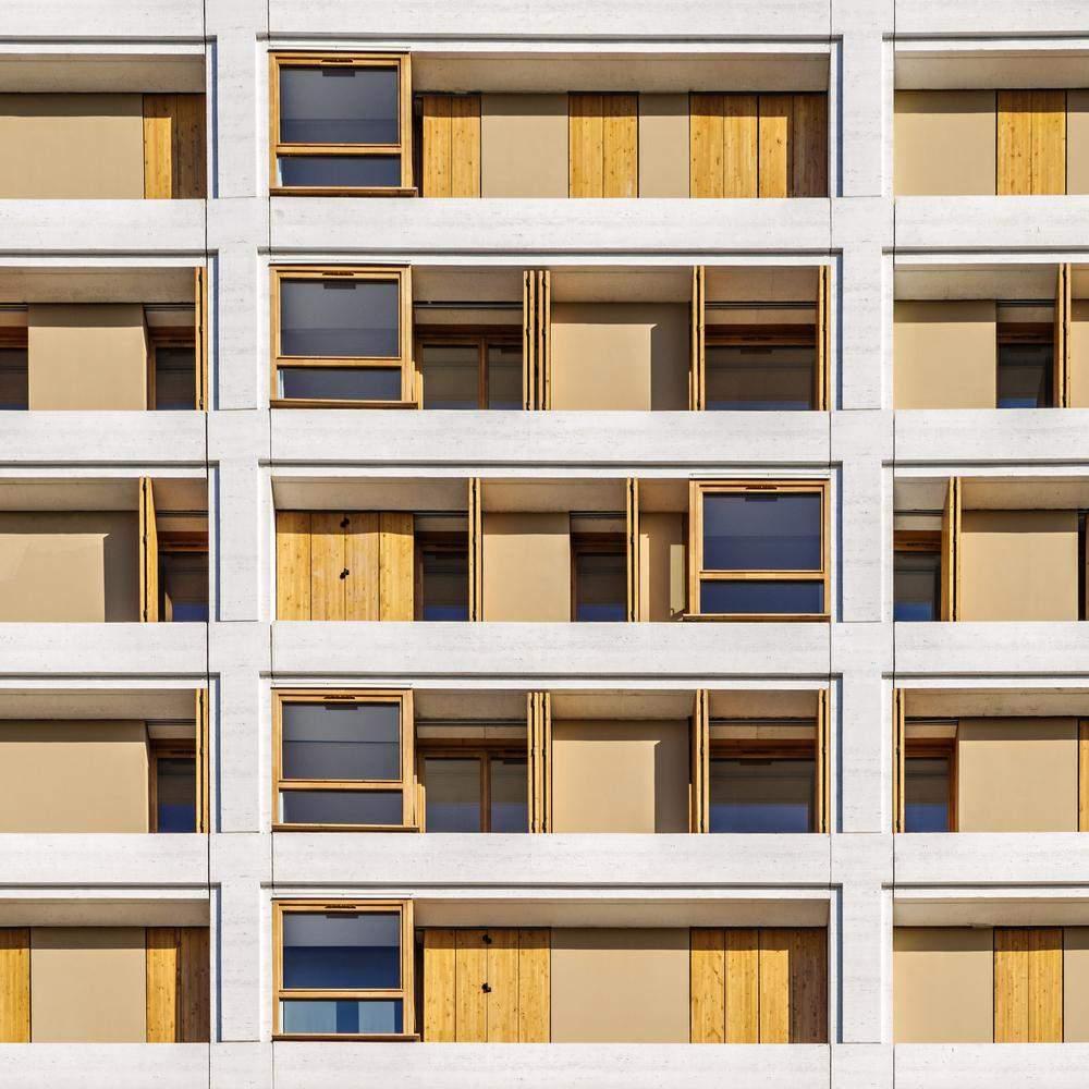 Вікна виконали у традиційному стилі Парижу / Фото Archdaily