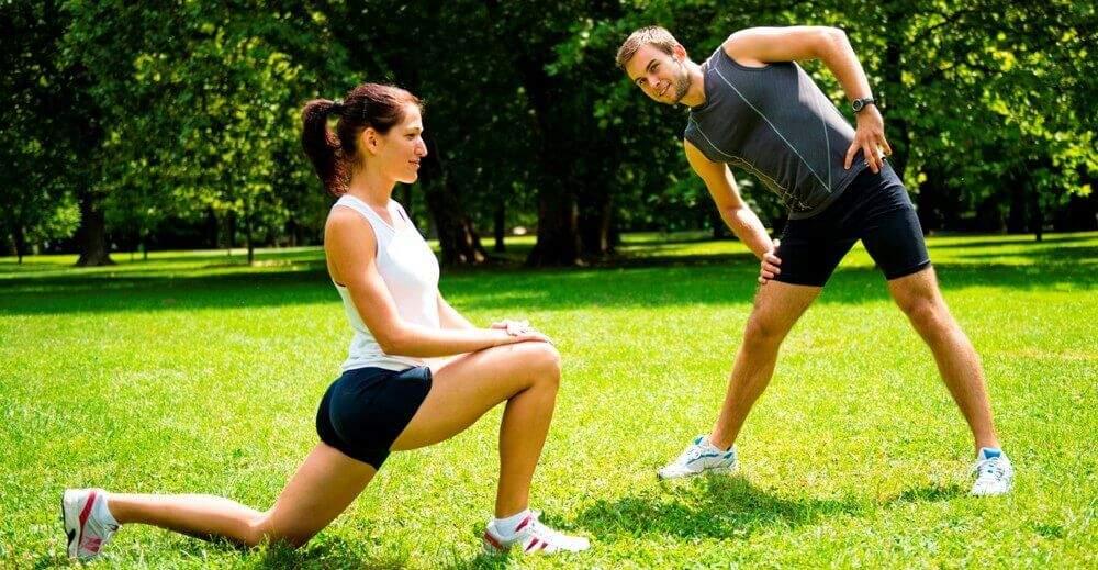 Разминка перед занятием спортом на свежем воздухе