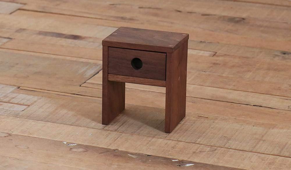 Нічний столик для котів