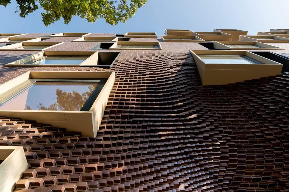 Цегляний фасад будівлі  / Фото Archdaily