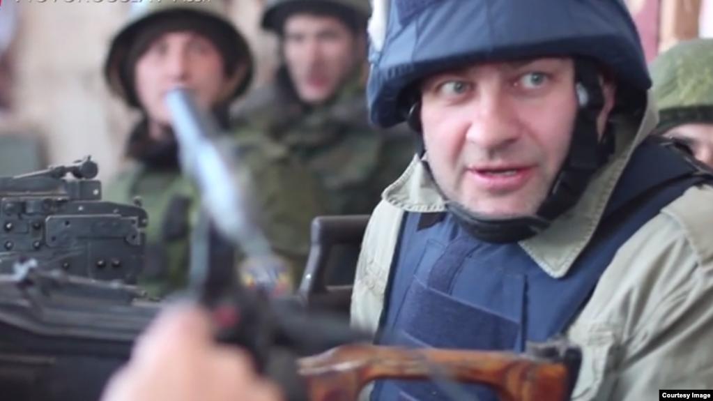 Михайло Пореченков зі зброєю в Донецьку