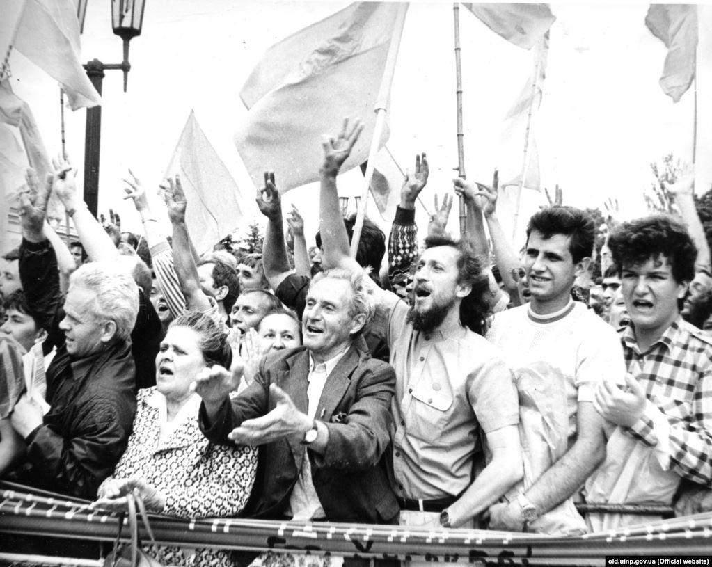 Мітинг під час засідання