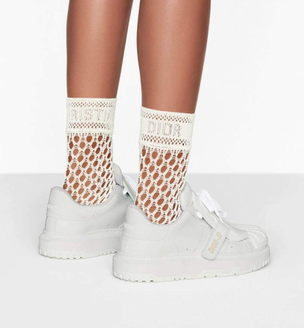 Оновлену версію варто носити з високими шкарпетками