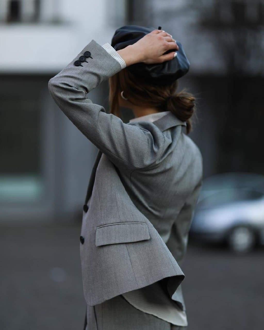 Ніколь Потуральські демонструє штанний костюм