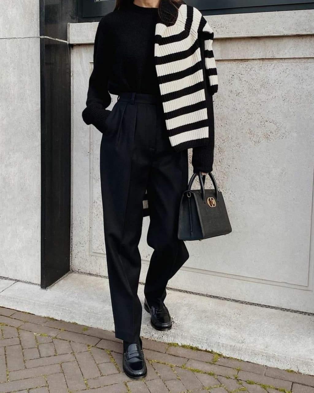 Стильні образи зі смугастим светром