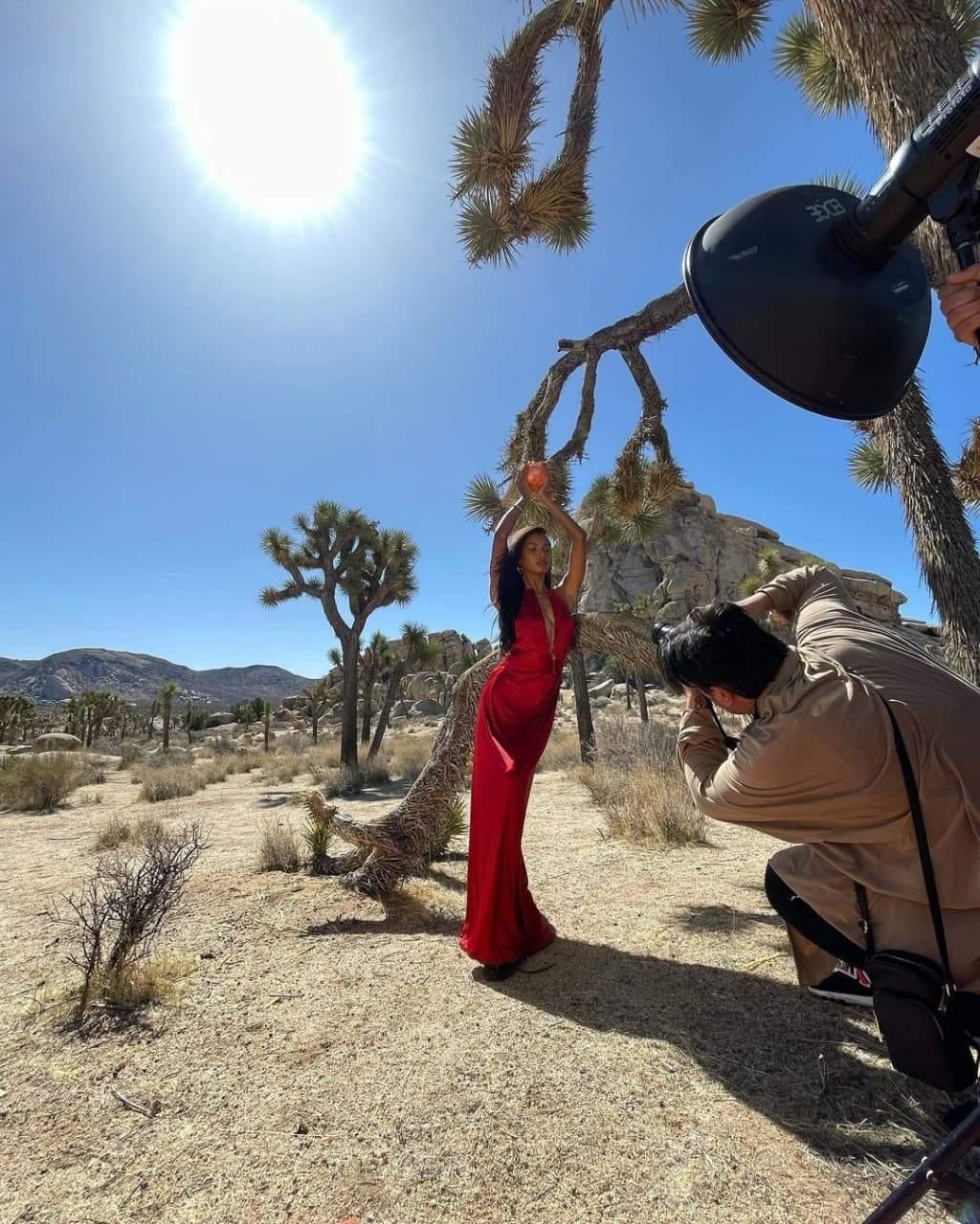 Жасмін Тукс позувала для фотосесії у червоних образах / Фото з інстаграму