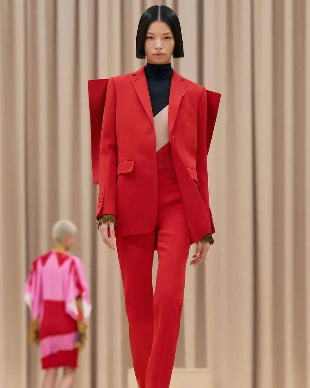 Жіноча колекція Burberry осінь – зима 2021/22 / Vogue