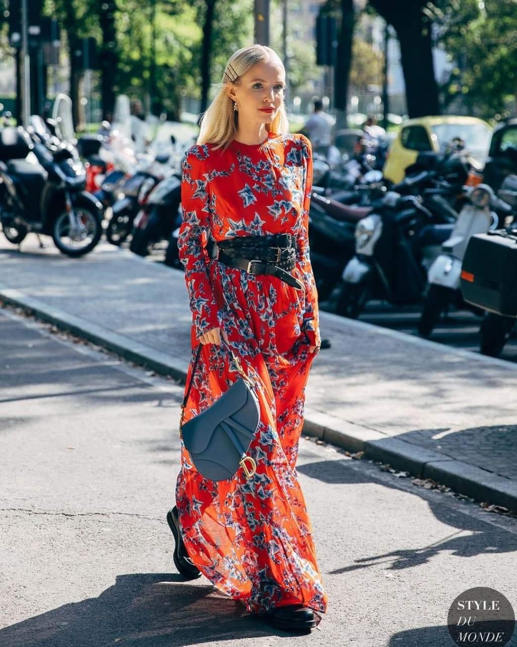 Красиві поєднання з квітковою сукнею