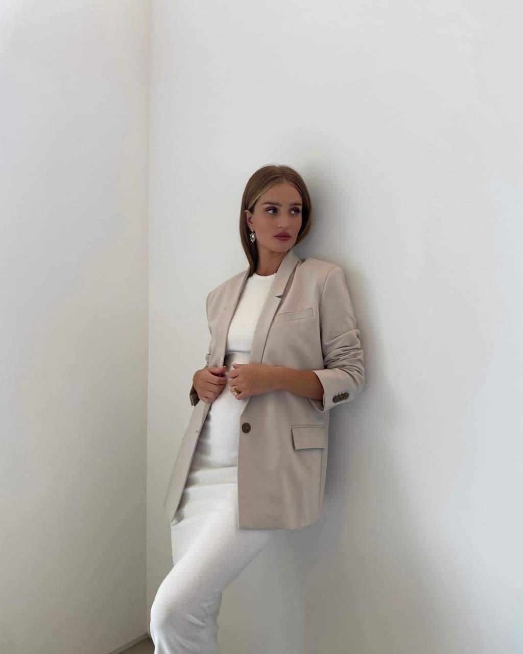 Красивий образ Розі Гантінгтон-Вайтлі / Фото з інстаграму супермоделі
