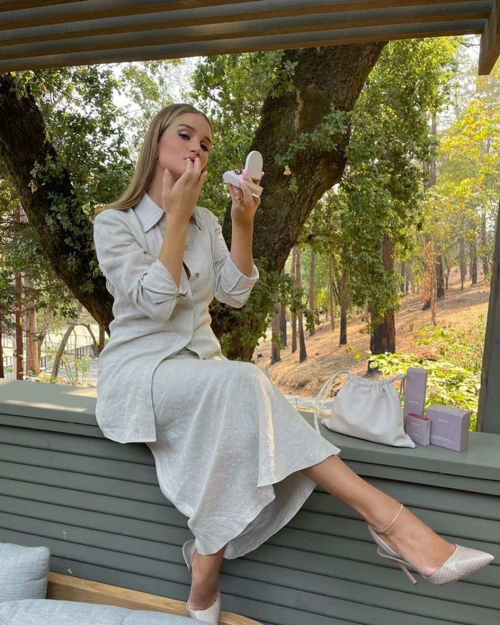 Стильний образ Розі Гантінгтон-Вайтлі / Фото з інстаграму інфлюенсерки