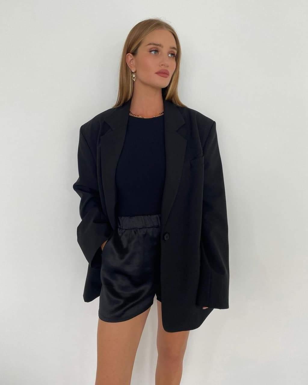 Ефектний образ Розі Гантінгтон-Вайтлі / Фото з інстаграму супермоделі