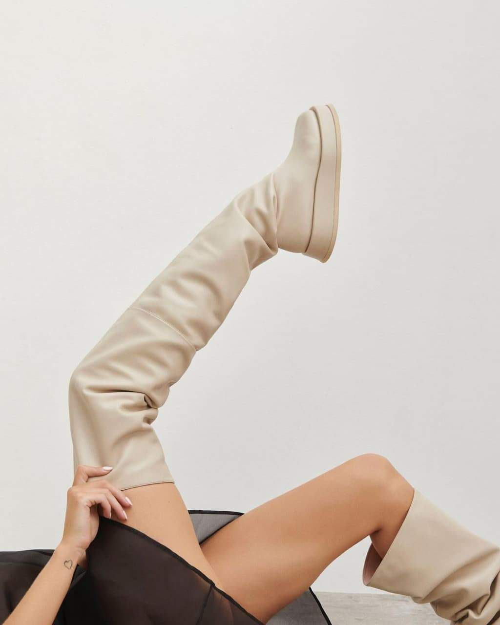 Взуття з нової колекції Розі Гантінгтон-Вайтлі