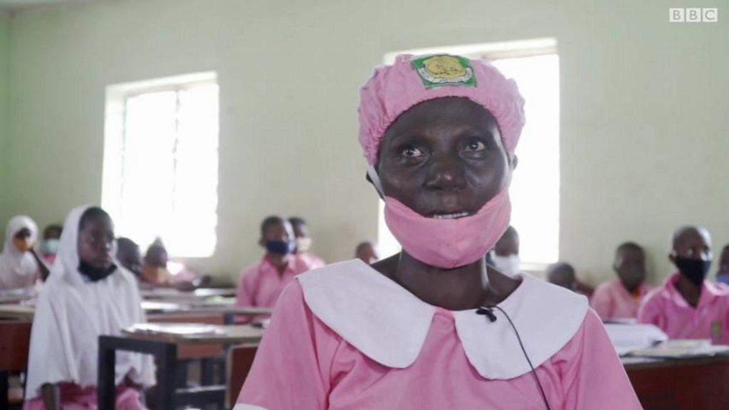Жінка у школі