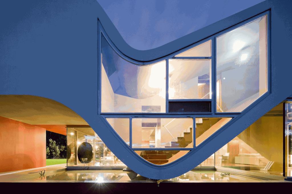 У будівлі передбачений внутрішній, закритий дворик для захисту від дощу / Фото Architectures Style