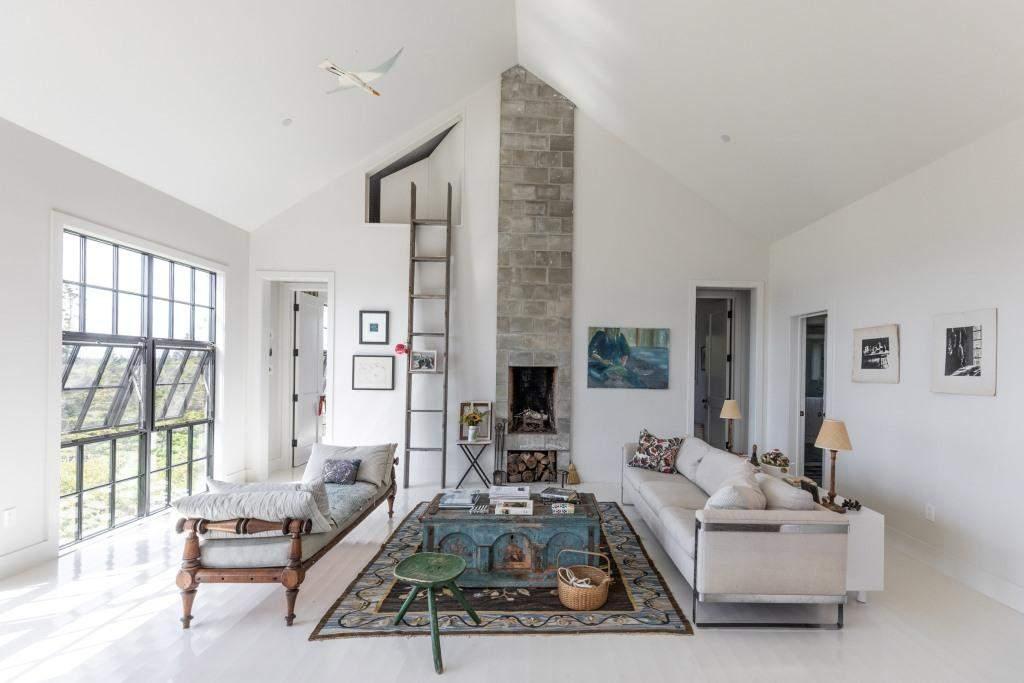 Простой интерьер загородного дома