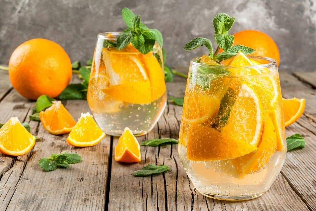 Смачний коктейль з апельсином та