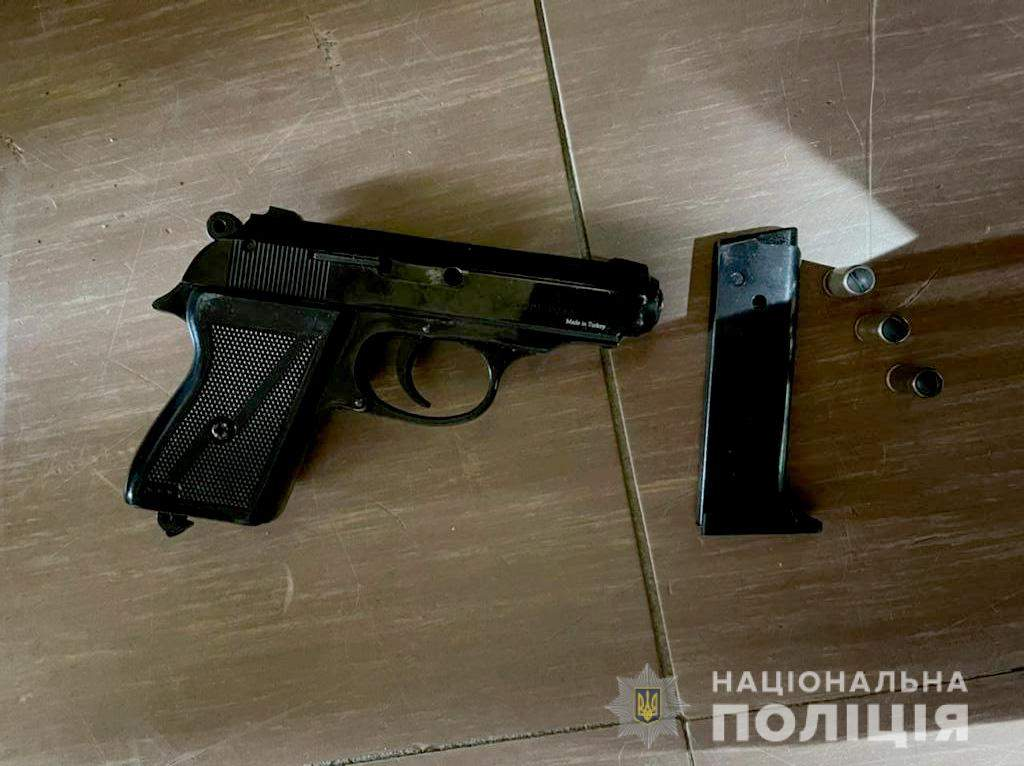 Пістолет Зброя вибухівка поліція Дніпро Обшук Банкомат пограбування