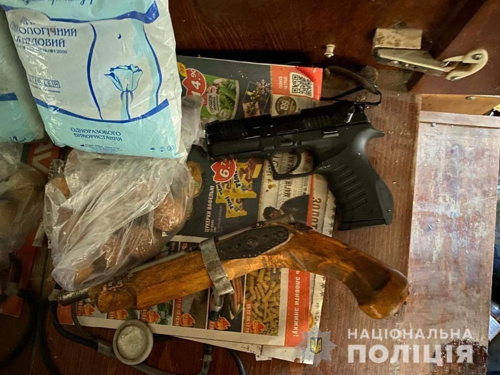 піділток підпалив вагітну співмешканку знайшли зброю