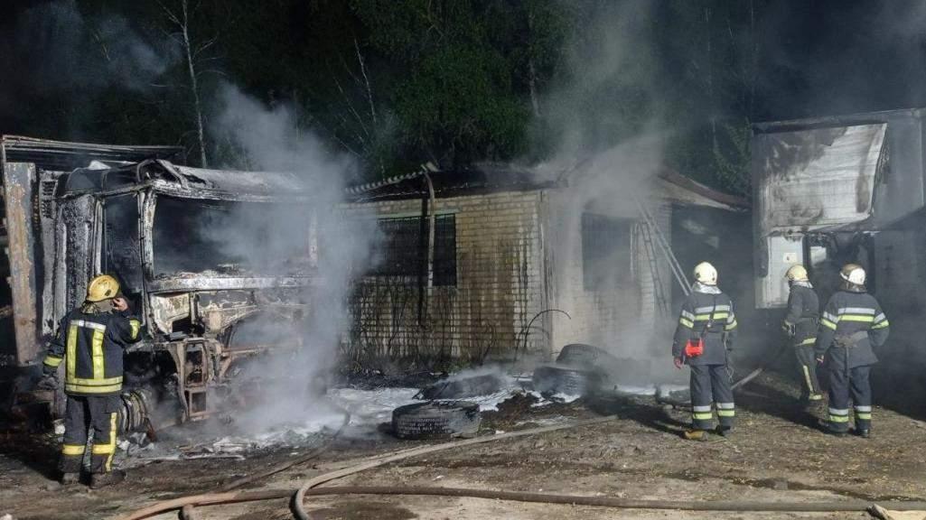 Пожежа вантажівка вогонь ДСНС Автомобіль Рятувальники Пожежники