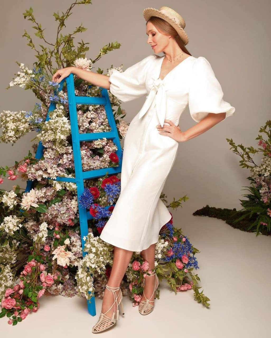 Телеведуча позує у вбранні зі спільної колекції з Андре Таном
