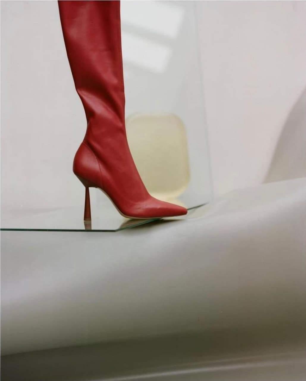 Стильний образ Розі Гантінгтон-Вайтлі