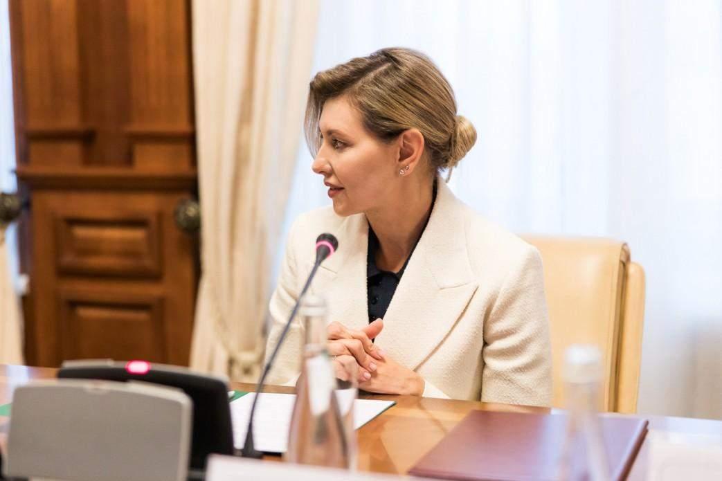 Олена Зеленська у вишуканому костюмі