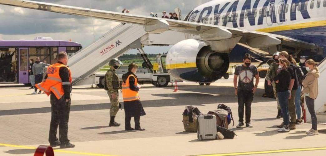 Літак з Протасевичем екстрено посадили у Білорусі