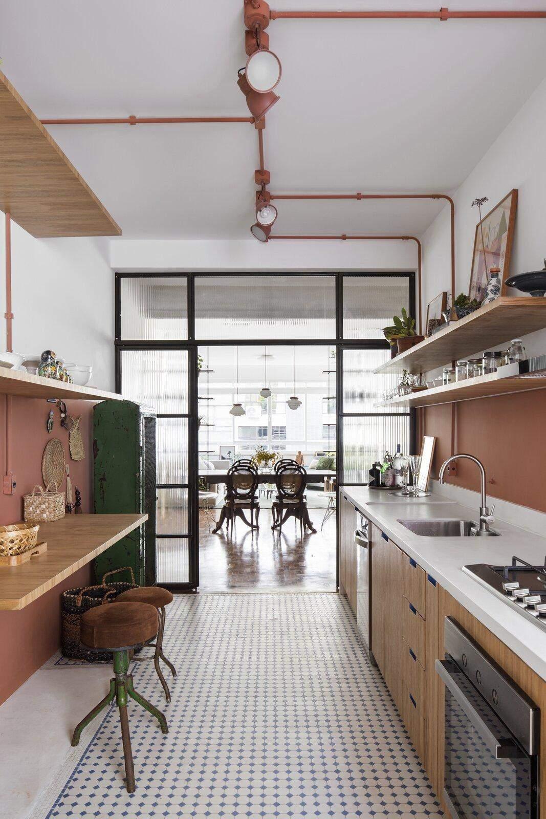 Кухня зі скляною перегородкою