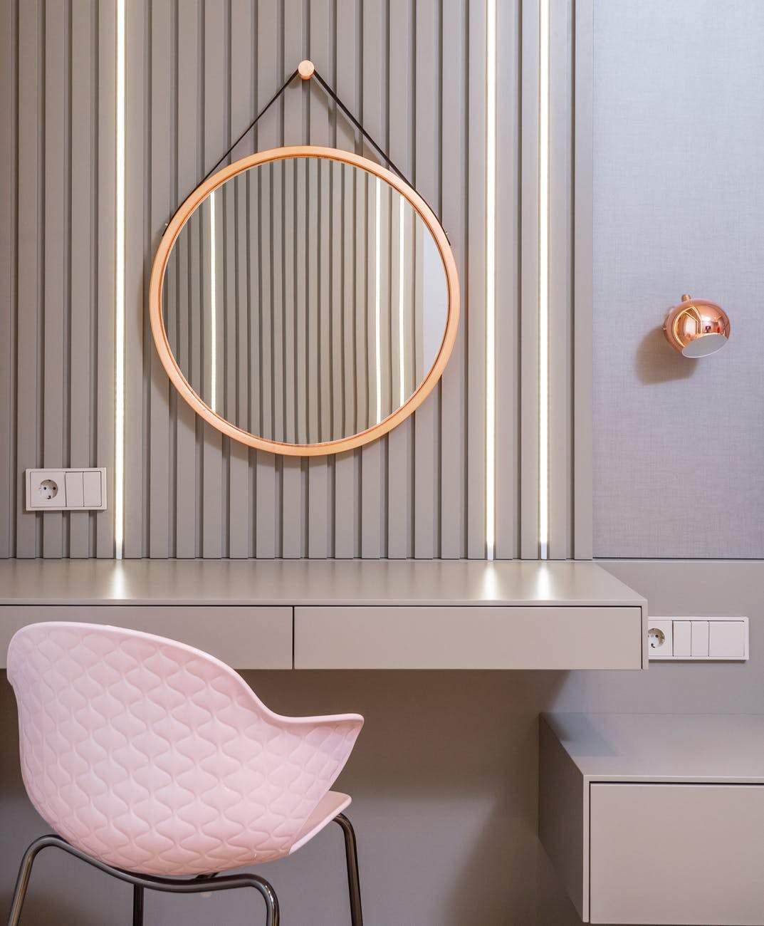 Використайте рожеві елементи в спальні