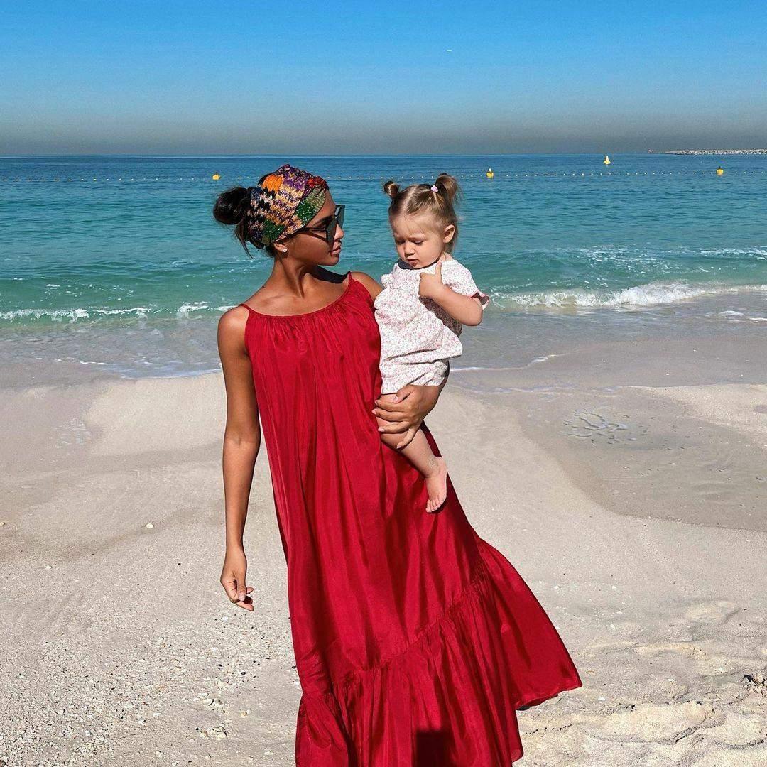 Санта Дімопулос з донькою в Дубаї