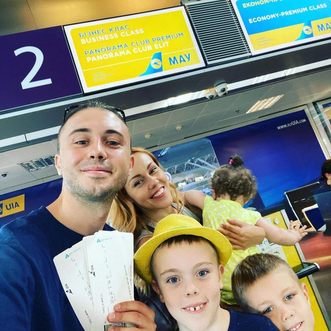 Тарас Тополя з Alyosha і трьома дітьми