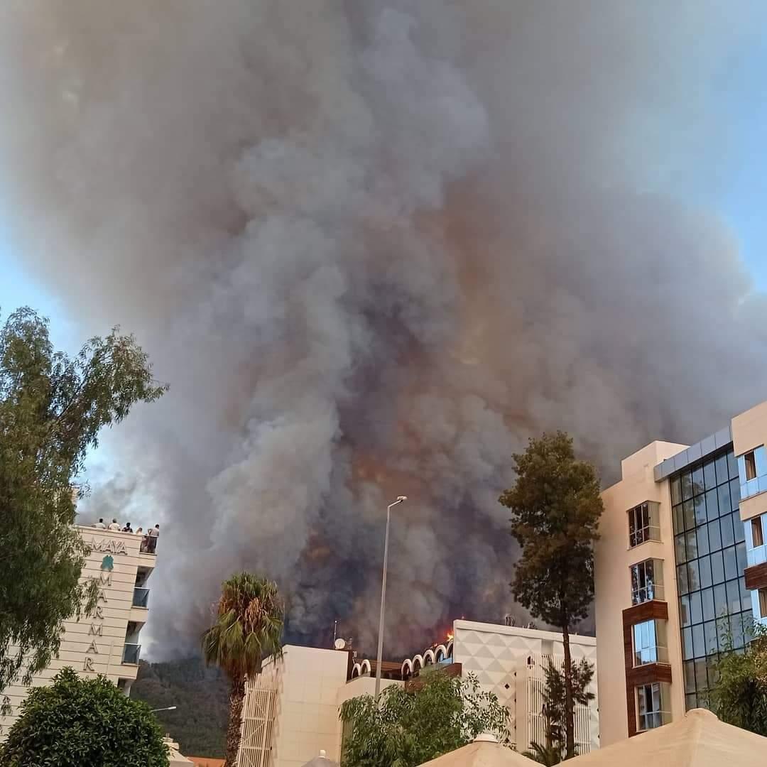 Вогонь біля готелів