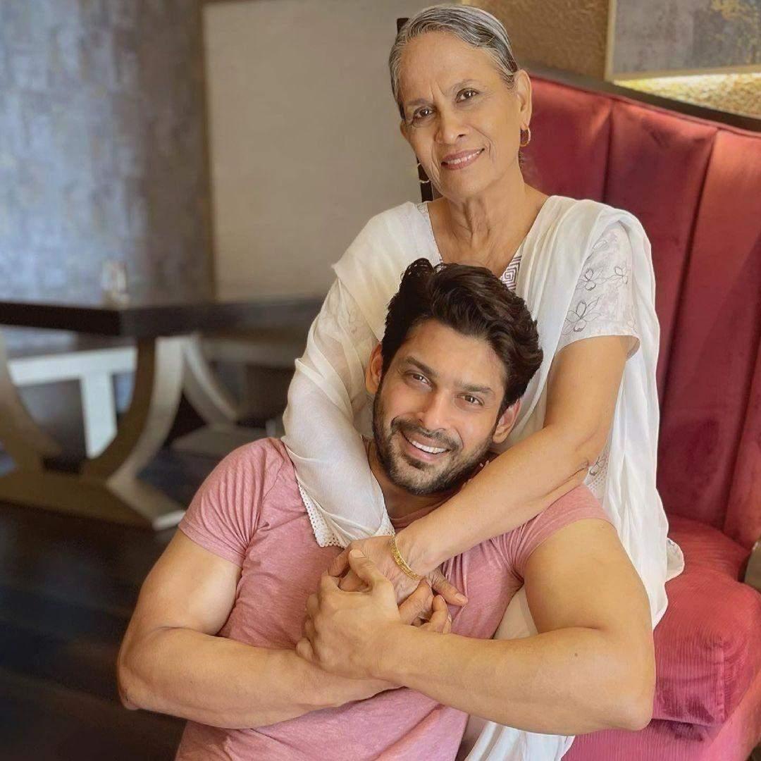 Сідхарт Шукла з мамою