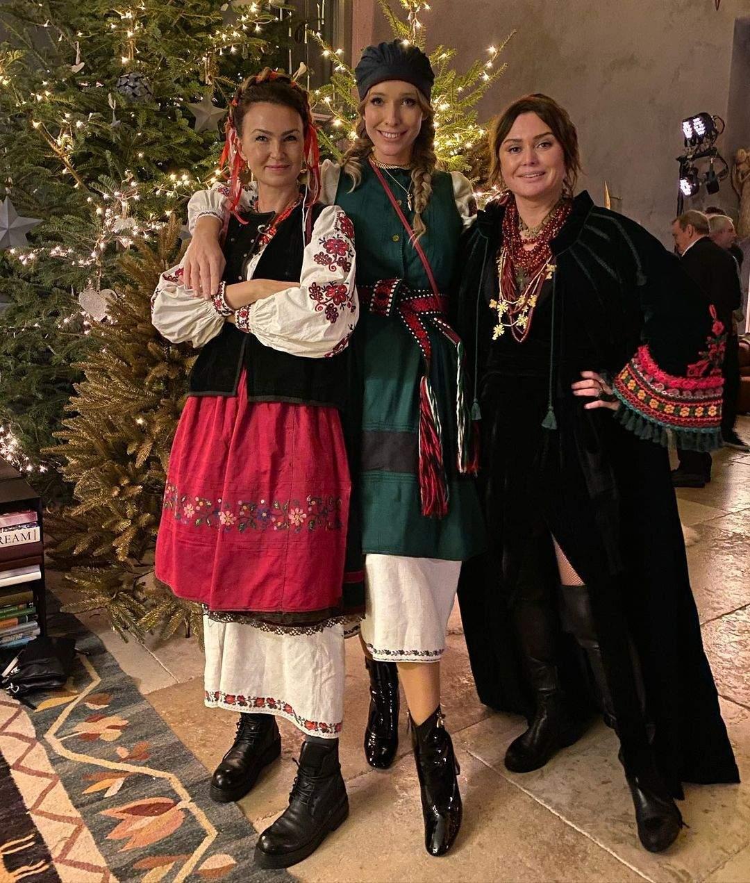 Катя Осадча з кумами на католицьке Різдво