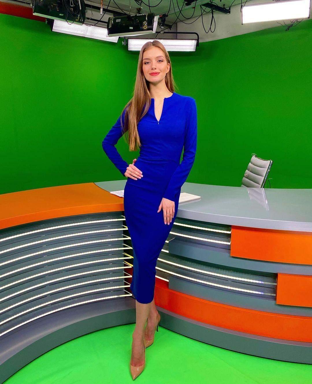Олександра Кучеренко в елегантній сукні