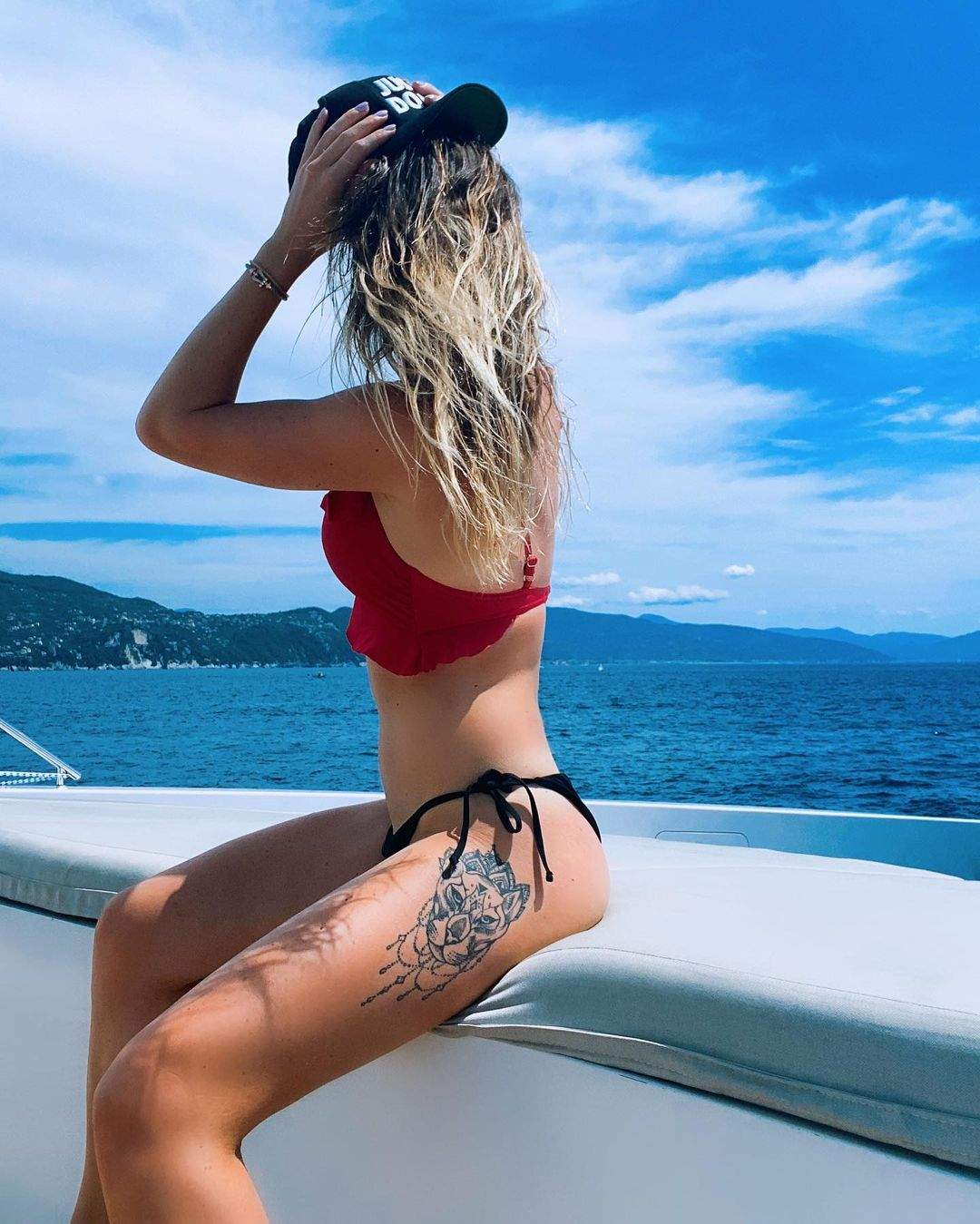 На стегні Світоліної ефектне татуювання