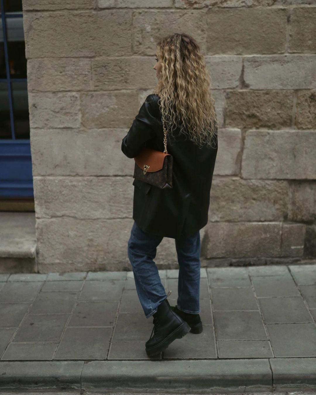 Даша Квіткова з сумкою від Louis Vuitton