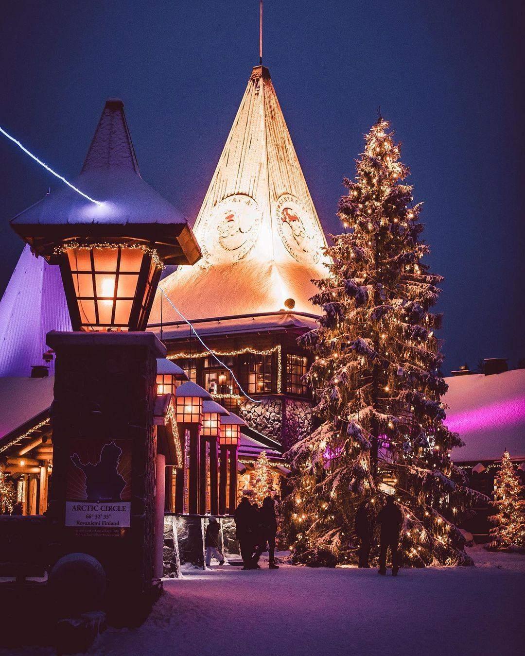 Святкова прогулянка / Фото christmashousesanta.fi