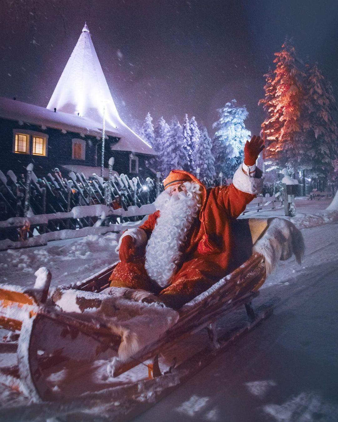 Фінський Санта розвозить подарунки / Фото  christmashousesanta.fi