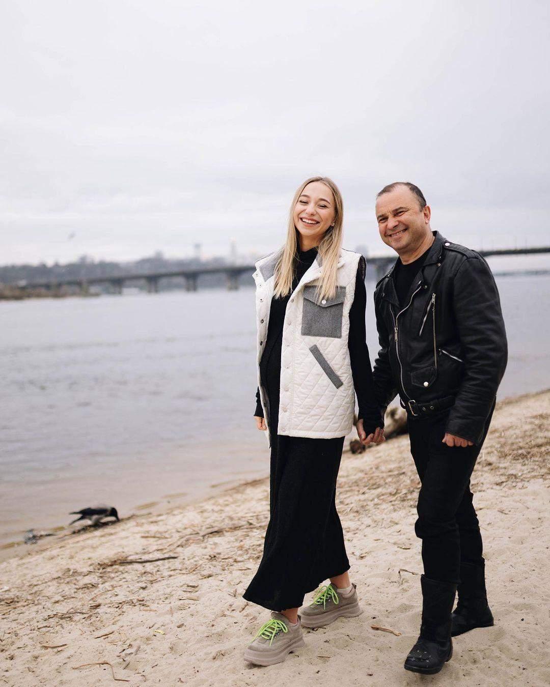 Віктор Павлік з вагітною дружиною Катериною