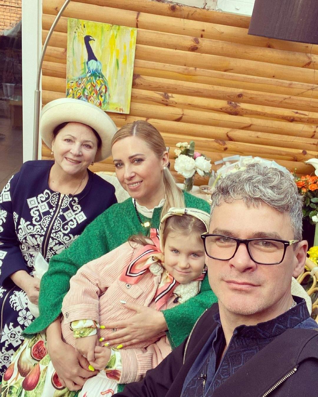 Тоня Матвиенко показала маму, мужа и дочь: фото