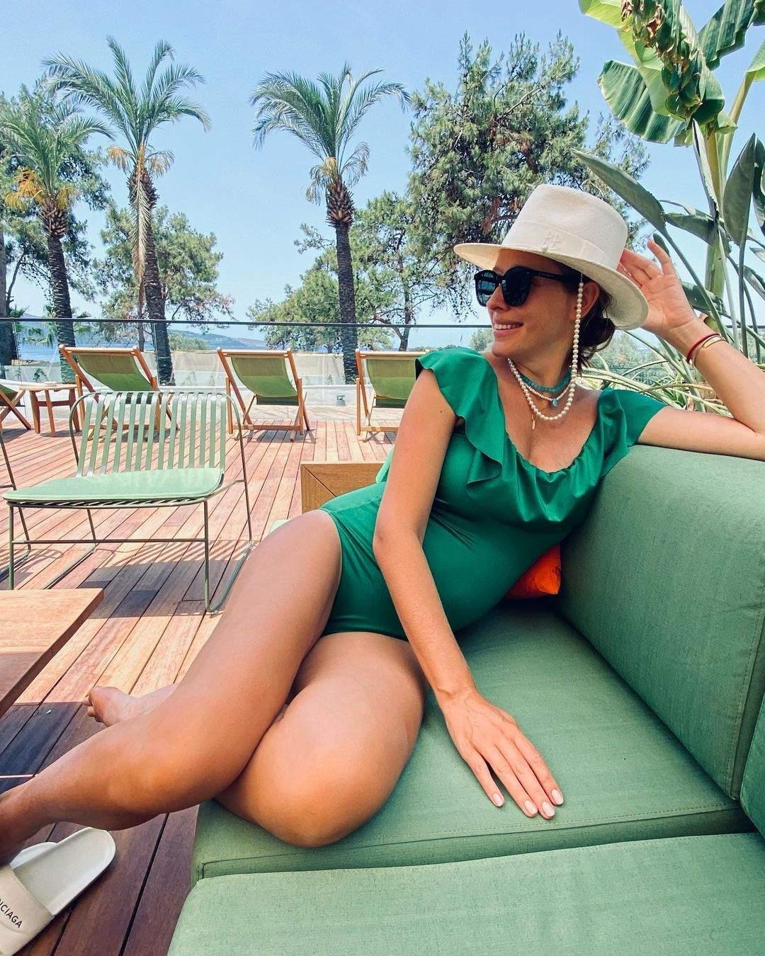 Катя Осадча в купальнику