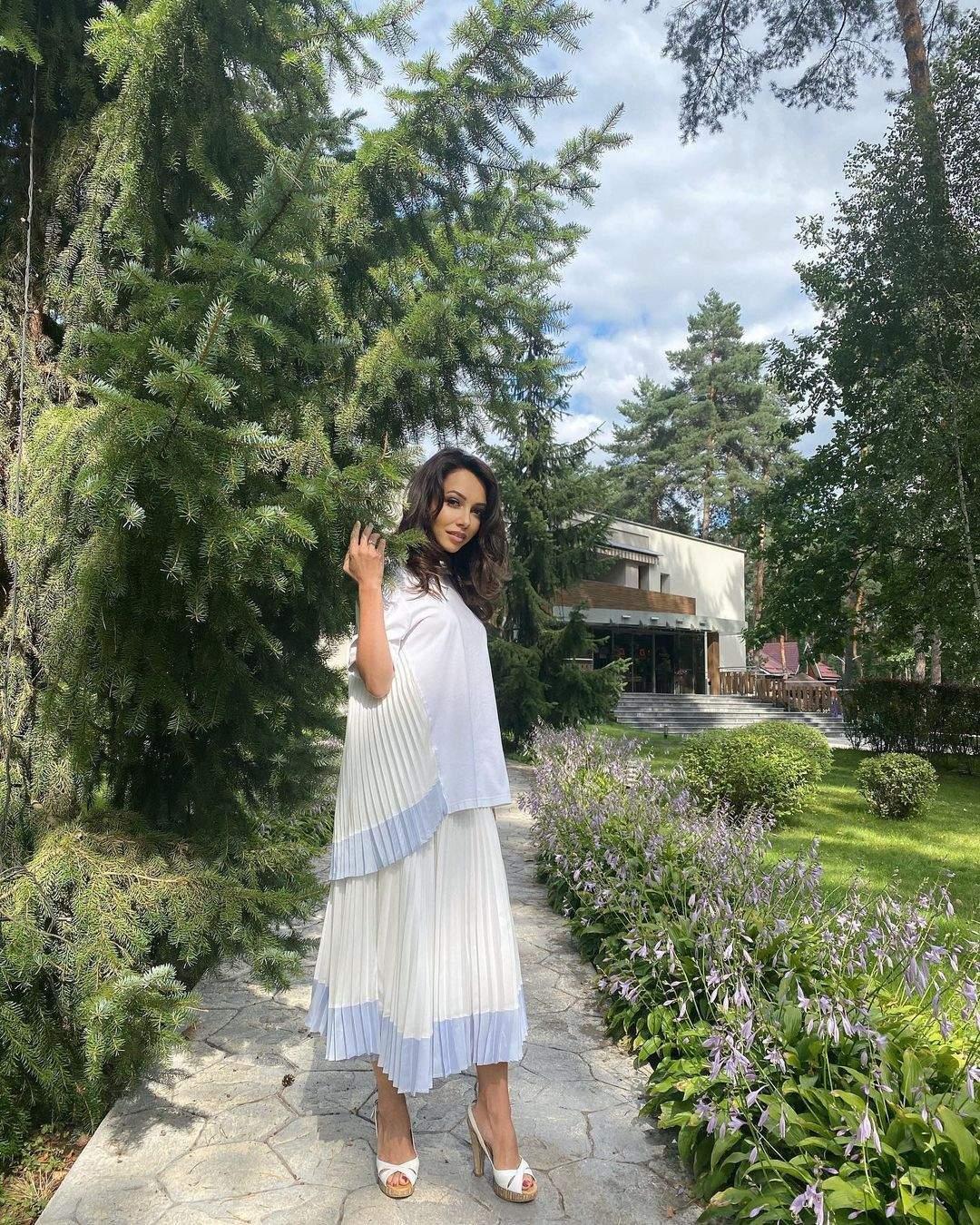 Катерина Кухар у молочному вбранні