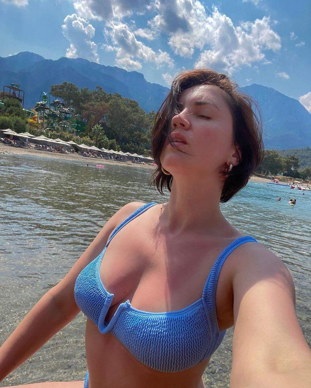 Оля Цибульська в купальнику