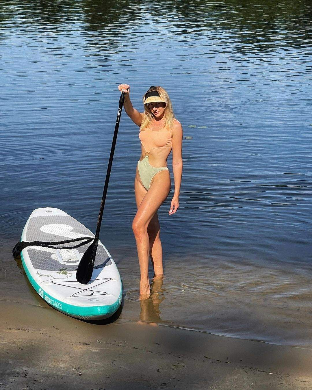 Леся Нікітюк в купальнику