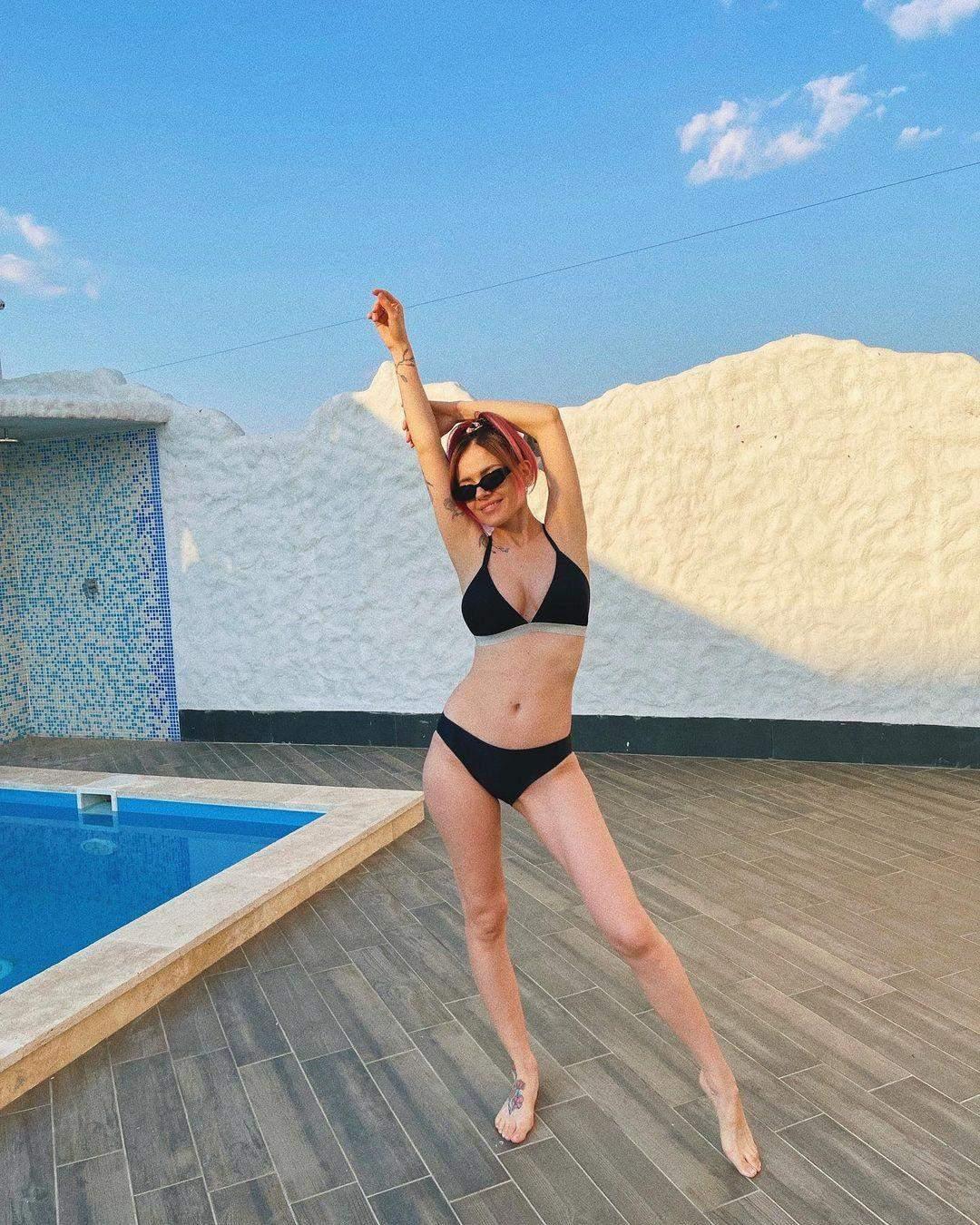 MamaRika у купальнику після пологів