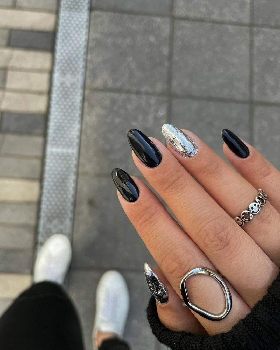 Чорні нігті