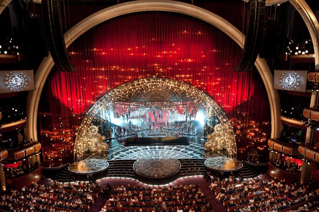 Оскар традиционно проводят в театре