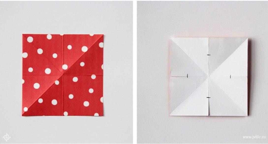 Из бумаги нужно вырезать квадраты и согнуть их