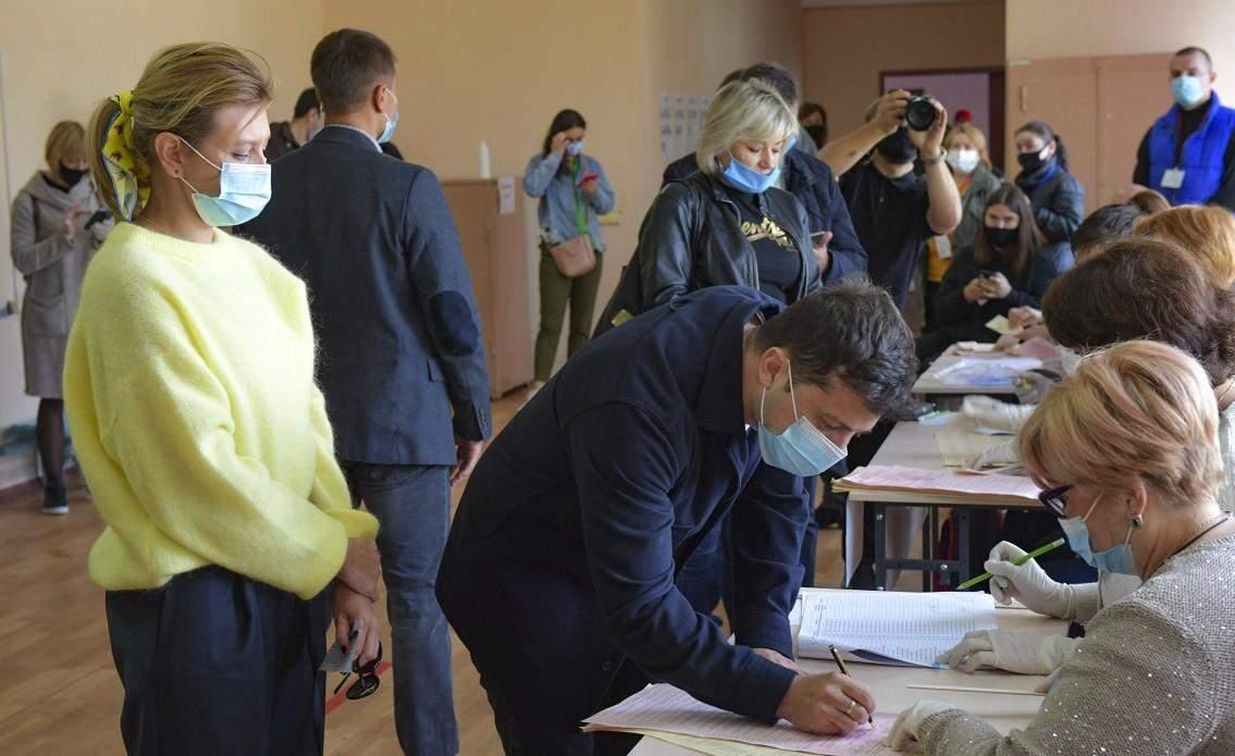 Олена Зеленська з чоловіком на місцевих виборах
